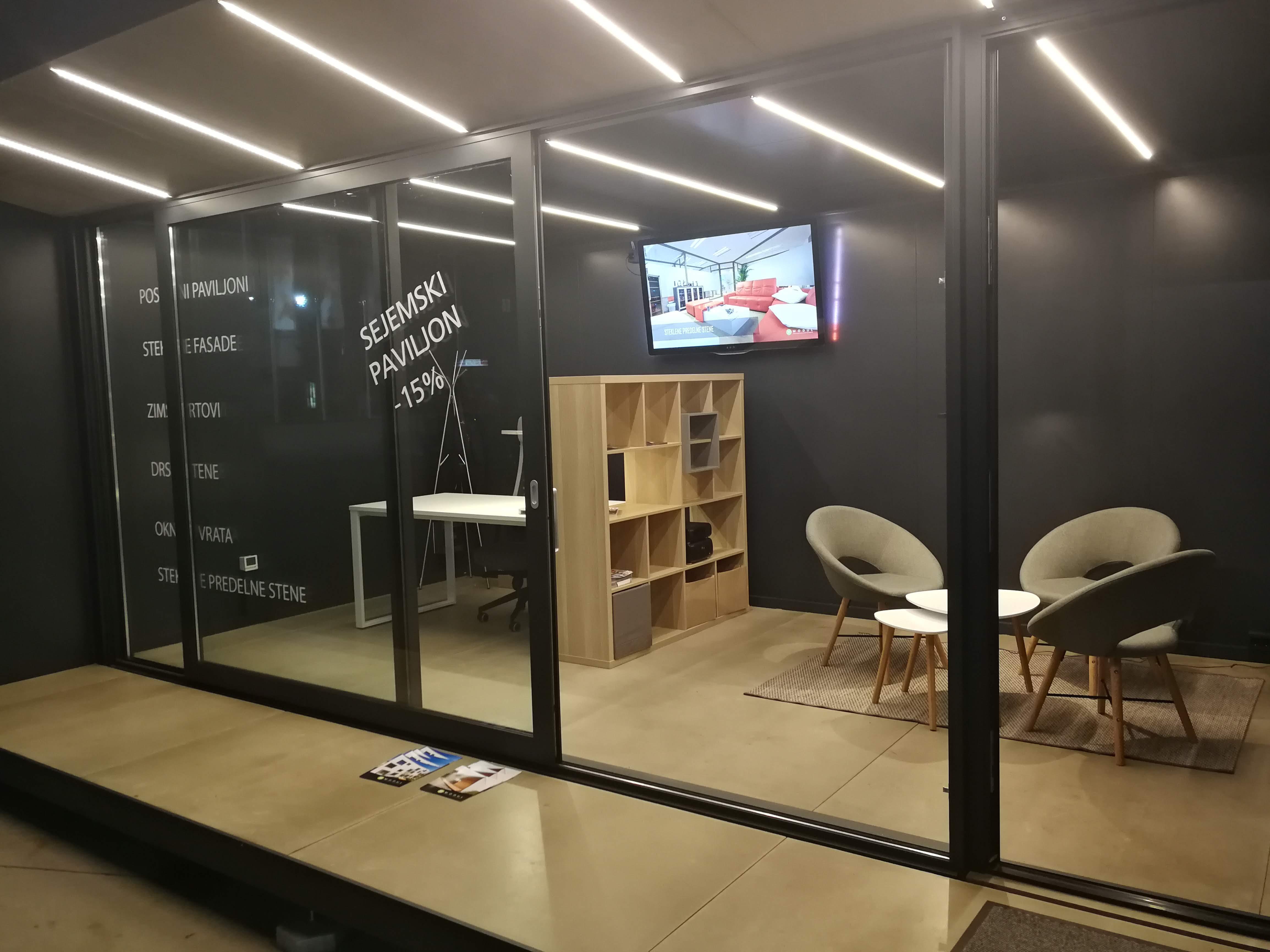Poslovni paviljon - drsna stena
